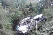 Tàu lửa tông nát ô tô, 4 người tử vong