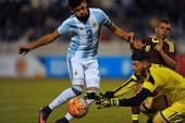 Cầu thủ Argentina đến VN kịch tính như phim hành động