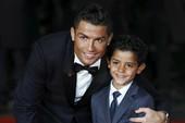 Ronaldo có thêm hai con sinh đôi