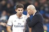 """Zidane """"tống khứ"""" con trai Enzo sang Alavez"""