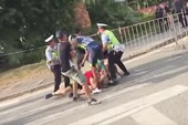 Một cuarơ TQ cư xử bạo lực với đồng nghiệp Thụy Sĩ