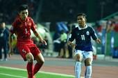 Messi Campuchia 'đứng' giữa hai dòng nước