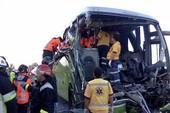 Xe bus lao xuống khe núi, 51 người thiệt mạng