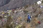 Clip: Cận cảnh hiện trường máy bay rơi tại Pháp