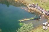 Kinh hoàng: Xe buýt lao xuống sông, 44 người tử nạn