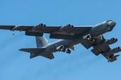 Cận cảnh Su-27 Nga chặn B-52 Mỹ giữa biển
