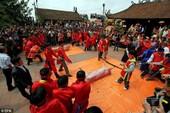 Báo quốc tế viết về lễ hội chém lợn của Việt Nam