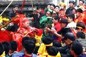 Sở Văn hóa vào cuộc vụ 'hỗn chiến' cướp lộc tại hội Gióng