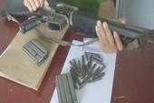 Ôm khẩu M16 dọa bắn dân phòng