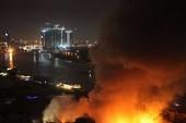Cháy, nổ dữ dội kho gần cảng Sài Gòn