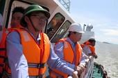 Thợ lặn khảo sát bãi 'xác tàu' ở Quy Nhơn
