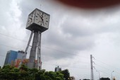 Đồng hồ vòng xoay Điện Biên Phủ chạy sai giờ