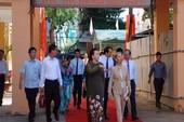 Bà Nguyễn Thị Kim Ngân về dự khai giảng ở trường cũ