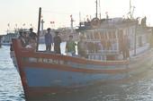 Tặng 25 tỉ đồng giá trị bảo hiểm thân tàu cho 50 tàu cá ngư dân Lý Sơn