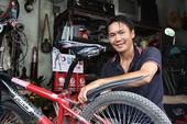 Người Sài Gòn tử tế - Bài 2: Anh thợ  nghèo 'lo' xe đạp cho HS