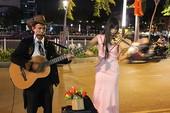 Anh công nhân làm nghệ sĩ đường phố Sài Gòn