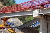 Cấm mưa khi hạ giới đang xây cầu