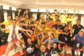 Đội tuyển Futsal Việt Nam và HLV Hoàng Anh Tuấn