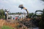 Nước tràn bờ bao sông Sài Gòn, dân không kịp trở tay
