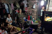 Gia đình 17 người nghèo xơ xác bên dòng kênh đen