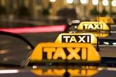 """""""Cuộc chiến"""" giữa taxi truyền thống với Uber, Grab"""