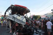 Xe tải tông thẳng vào xe khách, 13 người chết