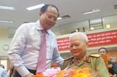 TP.HCM: Hơn 10.000 đảng viên được tặng huy hiệu
