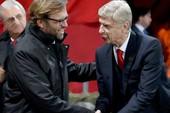 HLV Klopp cười ngạo nghễ, ông Wenger cúi đầu