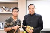 Chủ tịch LĐBĐ Thái tiễn 'Messi Thái' sang Nhật thi đấu