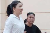 Lý, tình vụ Ngọc Trinh kiện Nhà hát Kịch TP.HCM