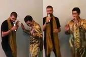 Trung vệ Pique trổ tài ca hát với 'siêu phẩm' PPAP