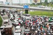 Có cầu vượt, vì sao Tân Sơn Nhất vẫn kẹt xe?