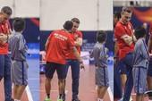 HLV Futsal người Tây Ban Nha 'mê' giày nội