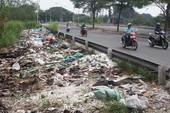 Nhận đổ rác thuê rồi trút bừa trong khu dân cư