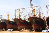 Buộc thay vỏ tàu thép cho ngư dân Bình Định