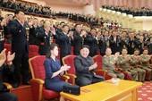 Phu nhân ông Kim Jong-un tái xuất hiện tại đại tiệc