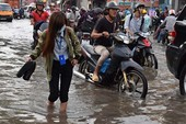 Nhiều nơi nước ngập tràn vào nhà