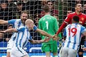 Huddersfield, nơi in dấu giày Kiatisak và nước mắt Mour