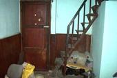 Không thể dọn vào nhà mới vì hàng xóm… cản trở