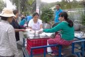 3 chị em và nồi cháo miễn phí trước cổng bệnh viện