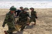 Hình ảnh đẹp:Bộ đội giúp dân Nha Trang thu dọn sau bão