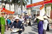 Hà Nội lại tạm dừng đưa 2.250 ngôi mộ vào khu dân cư