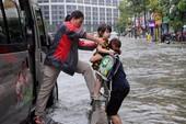 Quyết liệt chống ngập, úng ở nhiều thành phố lớn