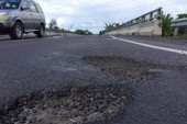 Đường tránh Cai Lậy: Mới thông xe đã hỏng khắp nơi
