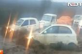 Những thảm cảnh khi ôtô bị lũ cuốn