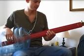 Guitar bass chế từ thùng đựng nước