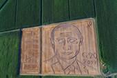 Họa sĩ Ý cày cả cánh đồng, vẽ chân dung Putin