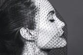 Angelina bị liệt cơ mặt, tăng huyết áp sau ly hôn