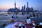 Dân Trung Quốc nằm la liệt khắp phố để tránh nóng