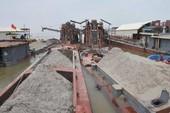 Cảnh sát bắt 13 tàu hút cát trên sông Hồng